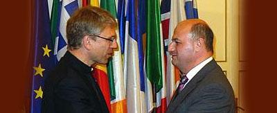 El secretario general del CMI, Olav Fykse Tveit, en la reunión con Konstantinos Tsiaras, el viceministro griego de asuntos exteriores, en Atenas.
