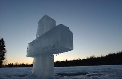 Bendición de las aguas en el día de Epifanía cerca del monasterio ortodoxo de Valamo, Finlandia.